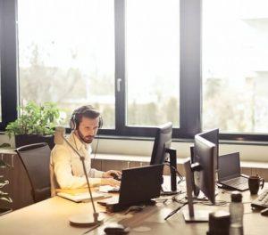 Téléconseiller au travail
