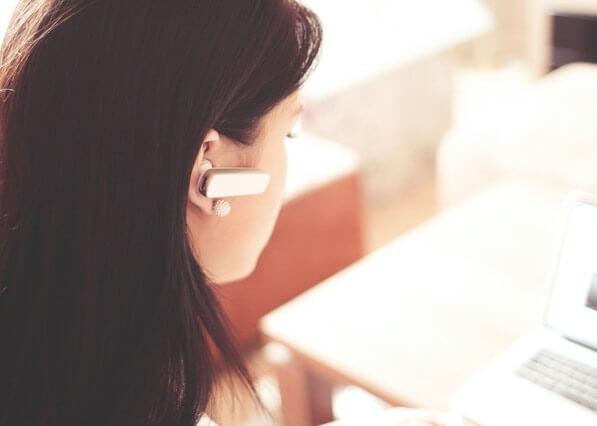 Téléconseillère au travail
