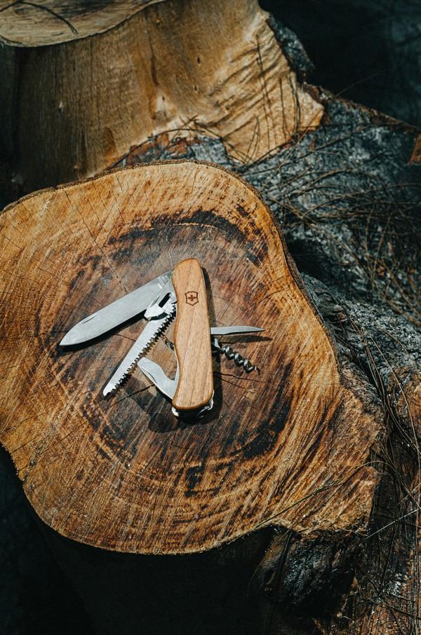 couteau suisse en bois