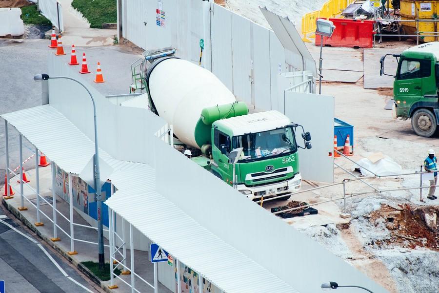 vue sur un chantier avec un camion