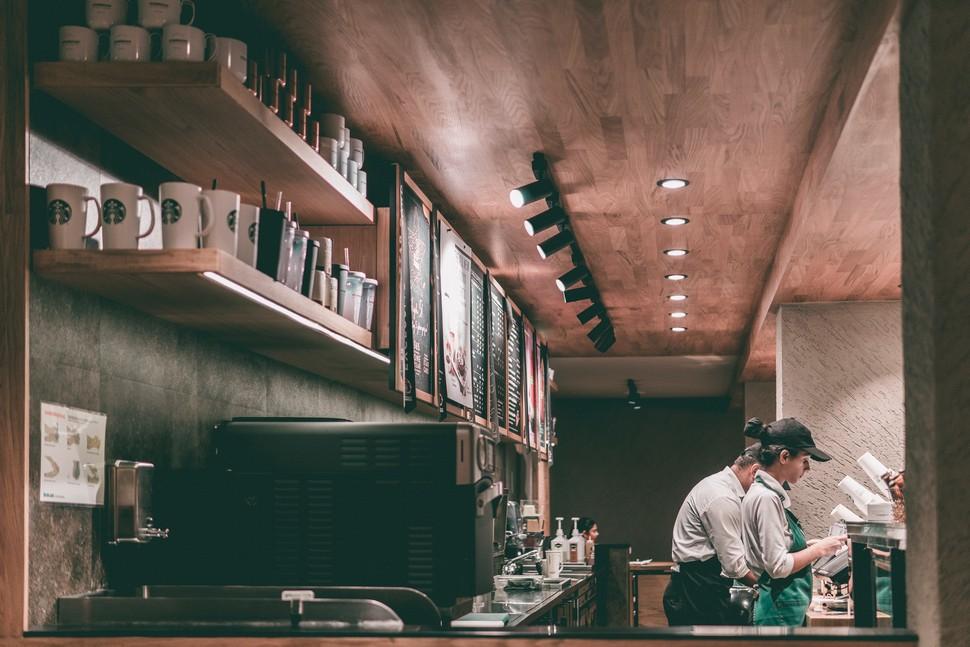 intérieur d'une franchise de coffee shop